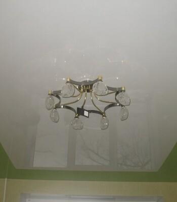 Фото одноуровневых натяжных потолков, пример 3